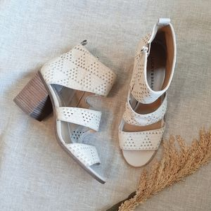 Lucky Brand off white LK KABOTT heels